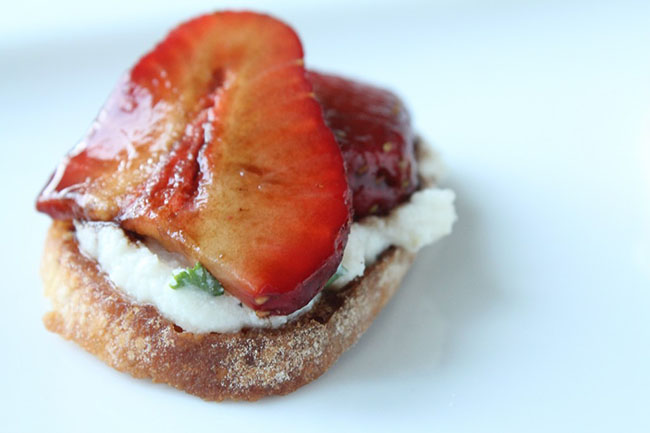 Easy Crostini with Balsamic Strawberries - This easy, elegant appetizer recipe features delicious strawberries on a simple crostini! Vegetarian.