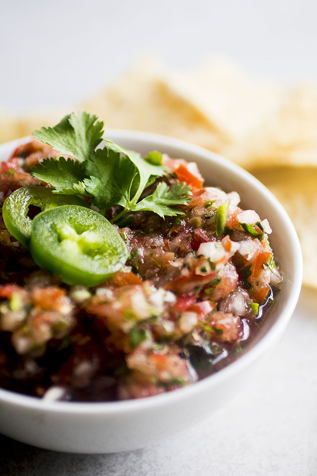 A simple salsa recipe ready in just five minutes with the help of a food processor!