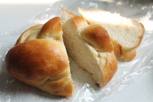 Thick slices of challah bread.