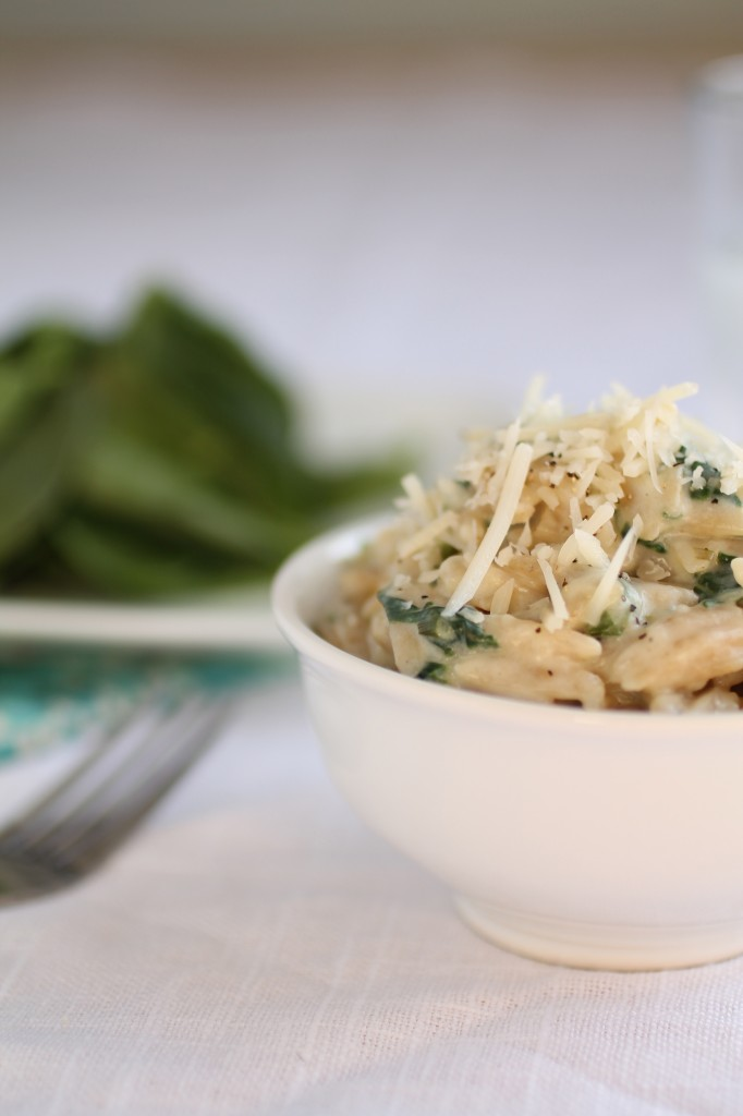 Parmesan and Spinach Orzo | This quick and easy recipe for parmesan spinach orzo comes together in no time and pairs well with chicken, fish, or as a standalone dish! Vegetarian.