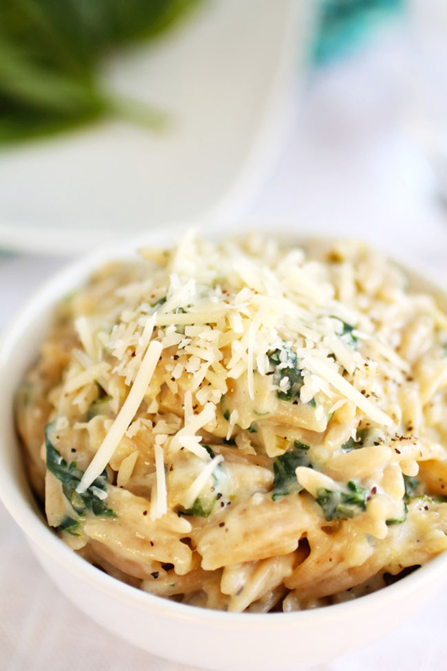 This easy orzo recipe is a perfect weeknight side dish. With spinach and parmesan garlic sauce.