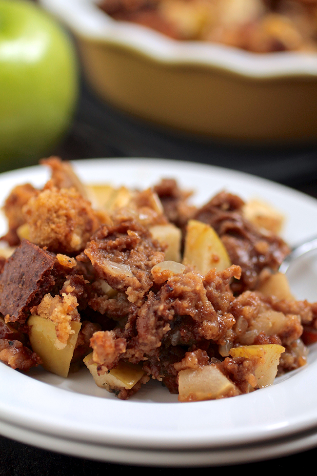 Green Apple and Sausage Stuffing with Pumpkin Bread and Pumpernickel | This Thanksgiving Stuffing Recipe is sure to be a hit with delicious Italian Sausage, pumpkin bread and fresh green apples! The perfect side dish for your Thanksgiving Menu.