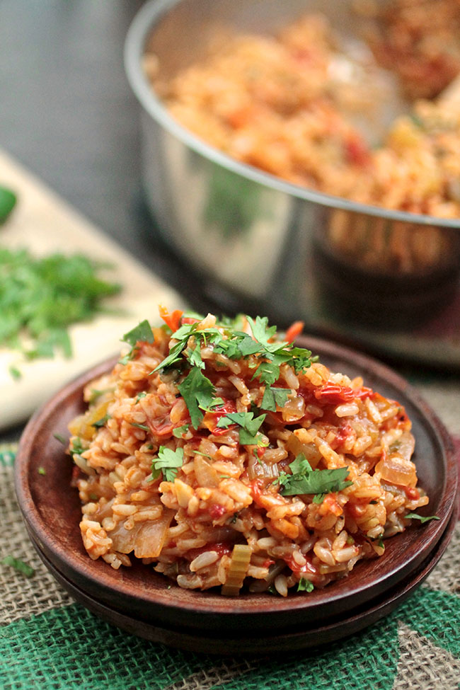 Spicy Vegan Jambalaya | This easy vegan recipe for jambalaya is full of fresh produce and gets a spicy kick from fresh jalapeños! Ready in under an hour - the perfect healthy vegan recipe for busy weeknights.