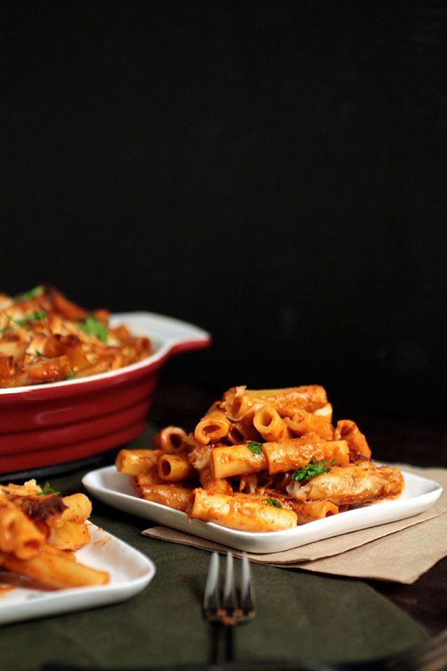 Roasted Red Pepper Baked Ziti | Mix up your dinner routine with this tasty pasta recipe! Paired with a creamy Roasted Red Pepper Sauce and topped with melted mozzarella cheese. Vegetarian.