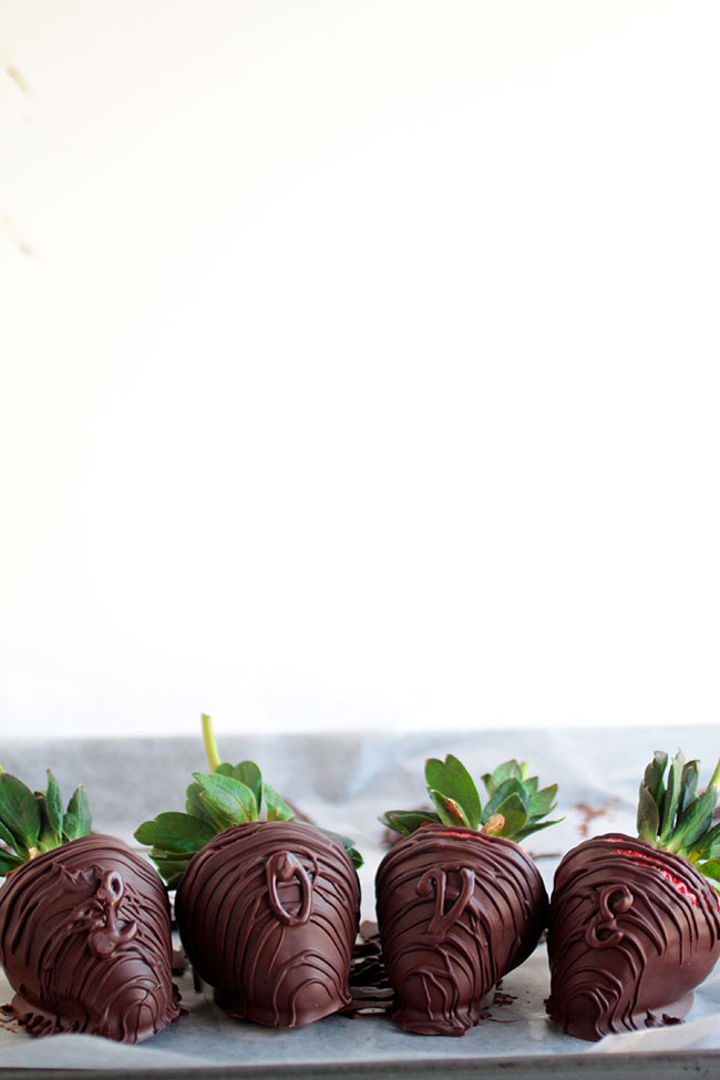 Easy chocolate dipped strawberries with mint chocolate letters for a fun and festive Valentine's day touch!
