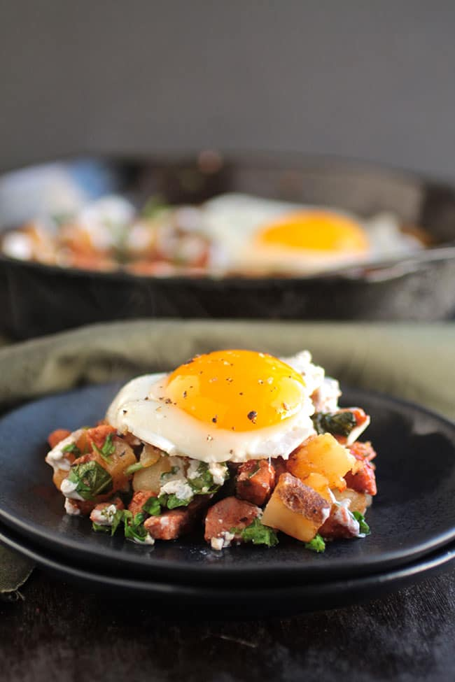 An easy chorizo recipe for your next brunch! Simple breakfast hash with potatoes, arugula, and a lime greek yogurt crema. Ready in 30 minutes.