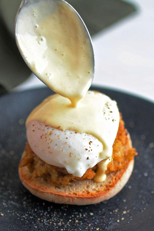 homemade hollandaise sauce for eggs benedict