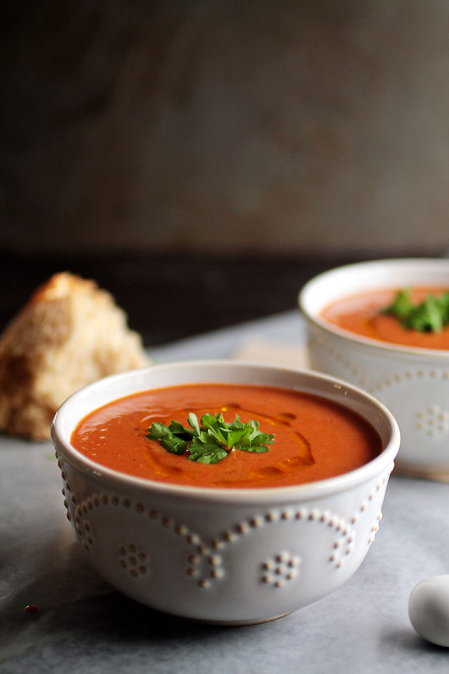 An easy roasted red pepper soup with almond milk - Vegan and Vegetarian!