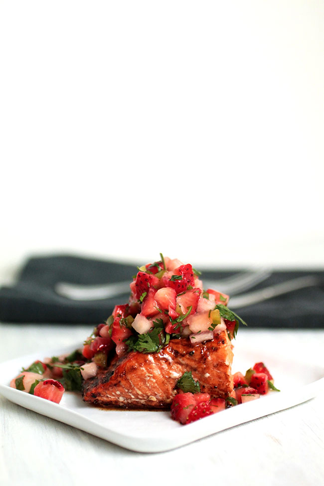 Balsamic Glazed Salmon with Strawberry Salsa | This easy, healthy weeknight baked salmon recipe comes together in less than 30 minutes! A sweet and spicy strawberry salsa recipe pairs perfectly with a simple balsamic glaze. Great for busy weeknight meals!