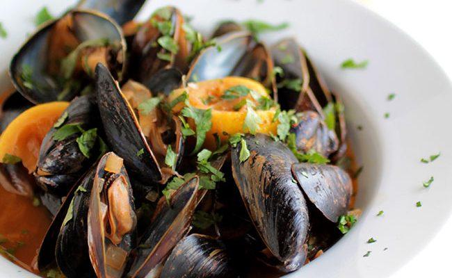 Lemon Chipotle Mussels