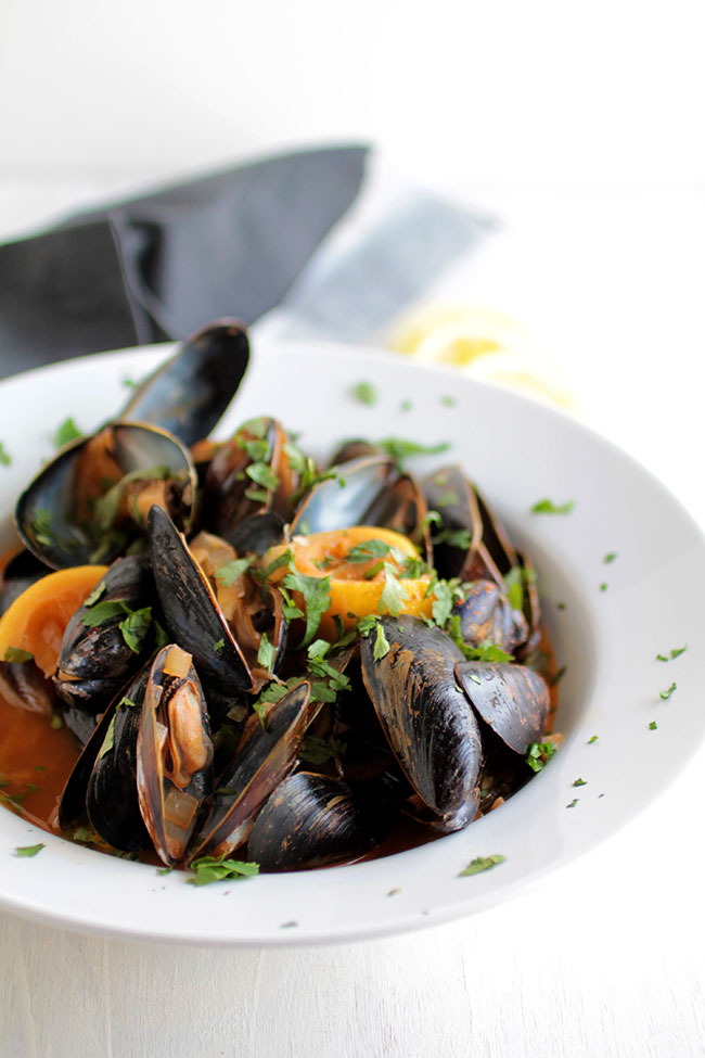 Quick and easy white wine mussels with a lemon chipotle sauce.
