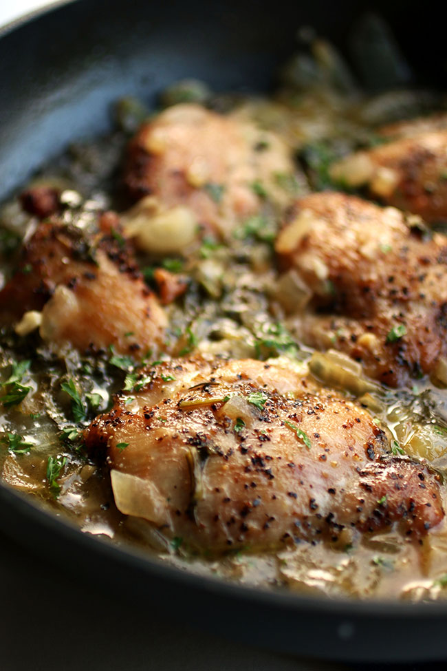 Easy Lemon Garlic Chicken - This one pan chicken dinner is easy to make and ready in no time! A quick and healthy recipe that tastes great over rice or pasta.