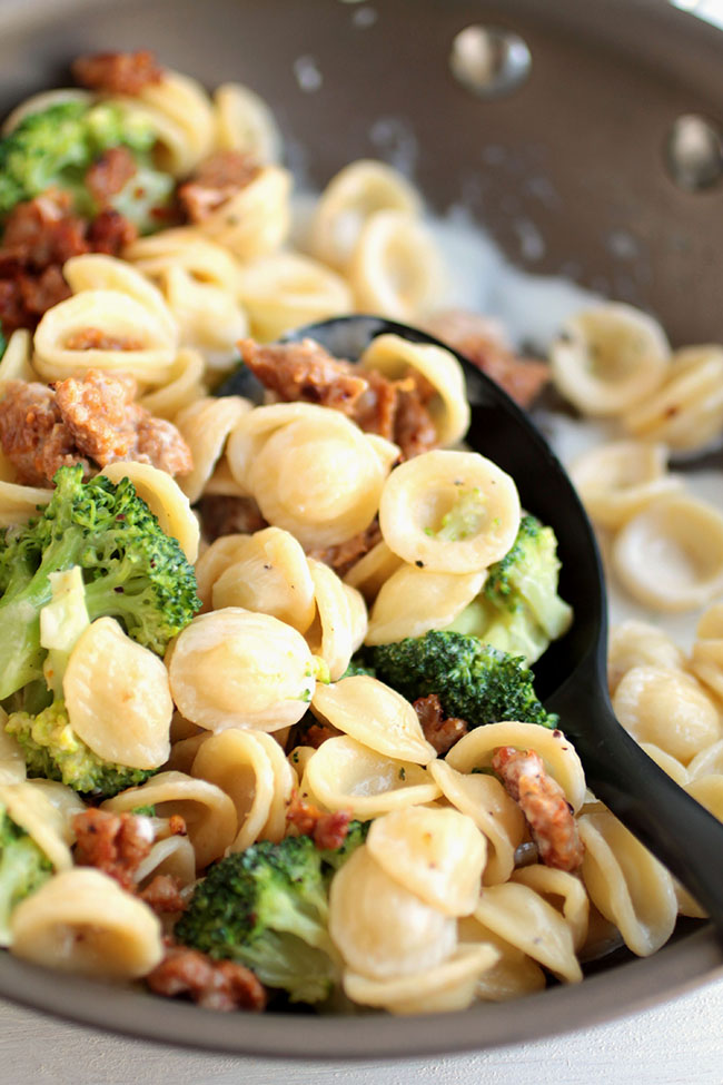 Spicy Sausage and broccoli pasta with an easy cream sauce