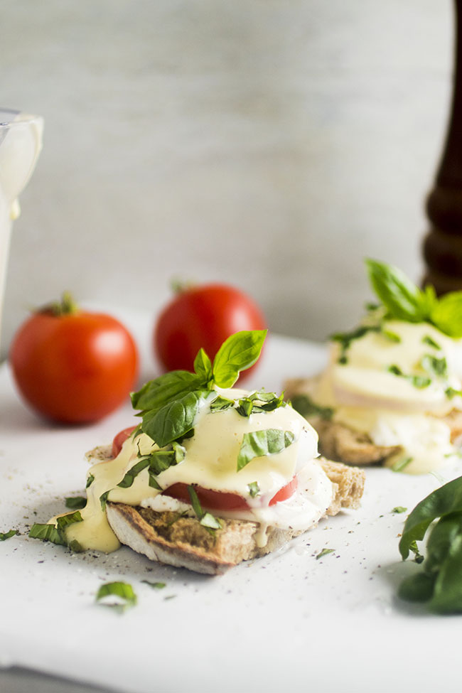 Caprese Eggs Benedict - This easy vegetarian eggs benedict recipe is perfect for your next brunch!